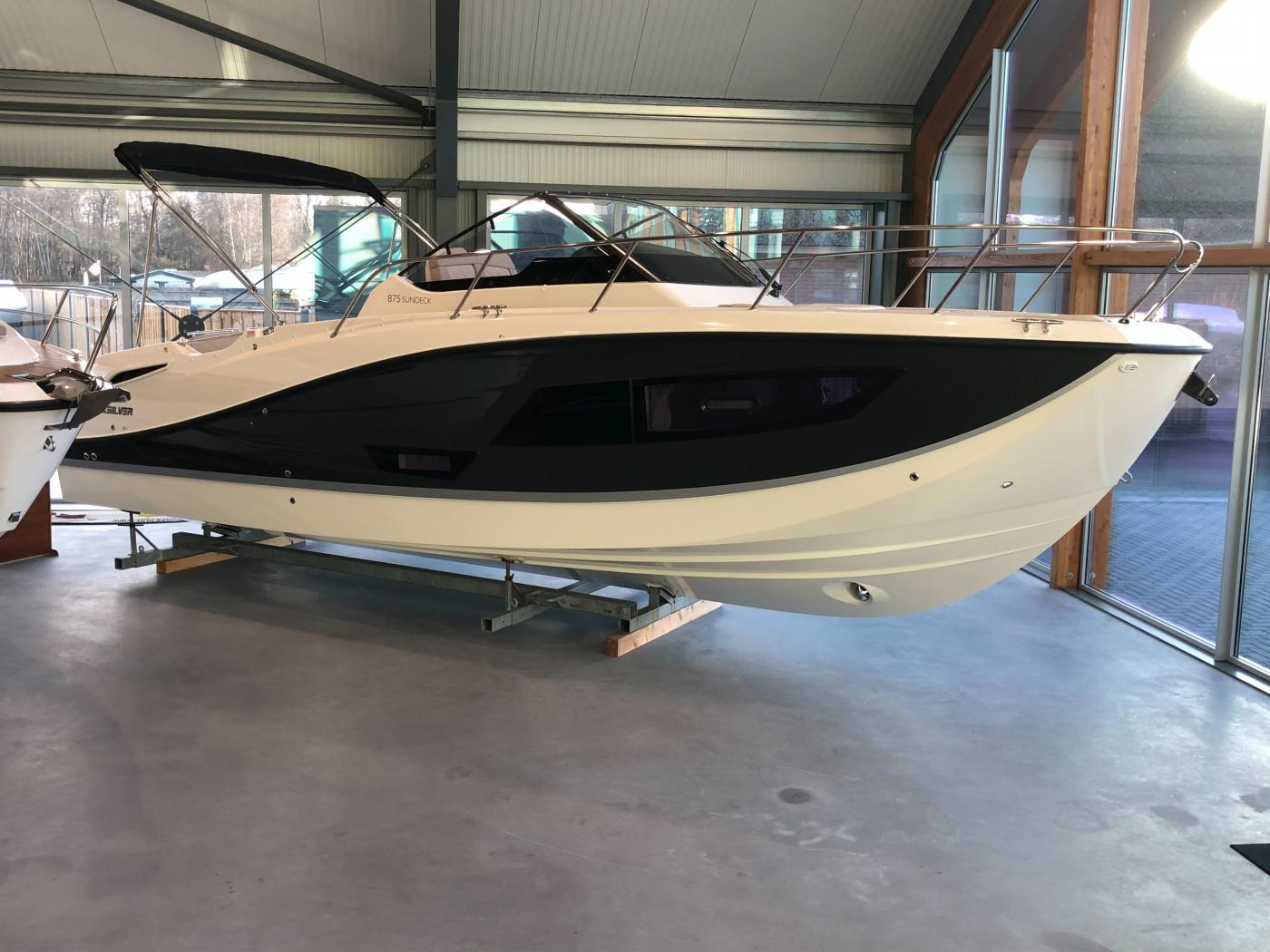Te koop Quicksilver 875 Sundeck Sportcruisers | Bomert Watersport